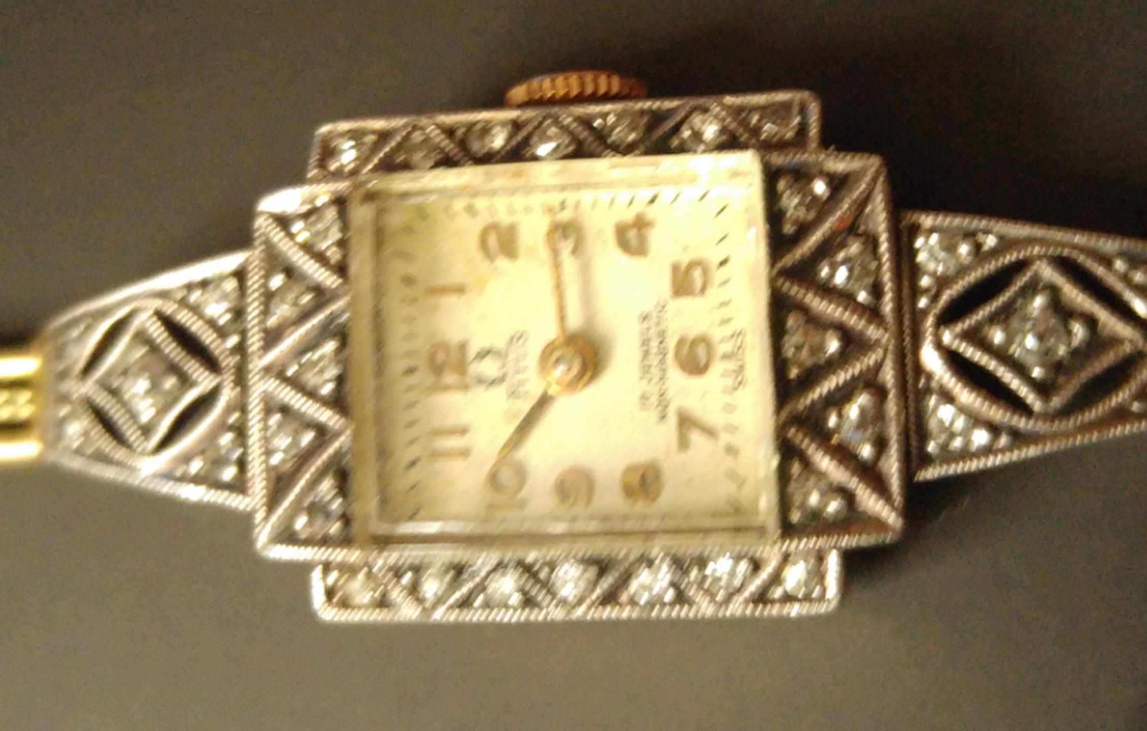 4c3f345eae2bd3 Witam, prosiłbym o wycene zegarka marki Titus. Jest stary i wykonany ze  złota posiada33 diaenciki. Nie znam jego pełnej historii wiem że pochodzi z  czasów ...