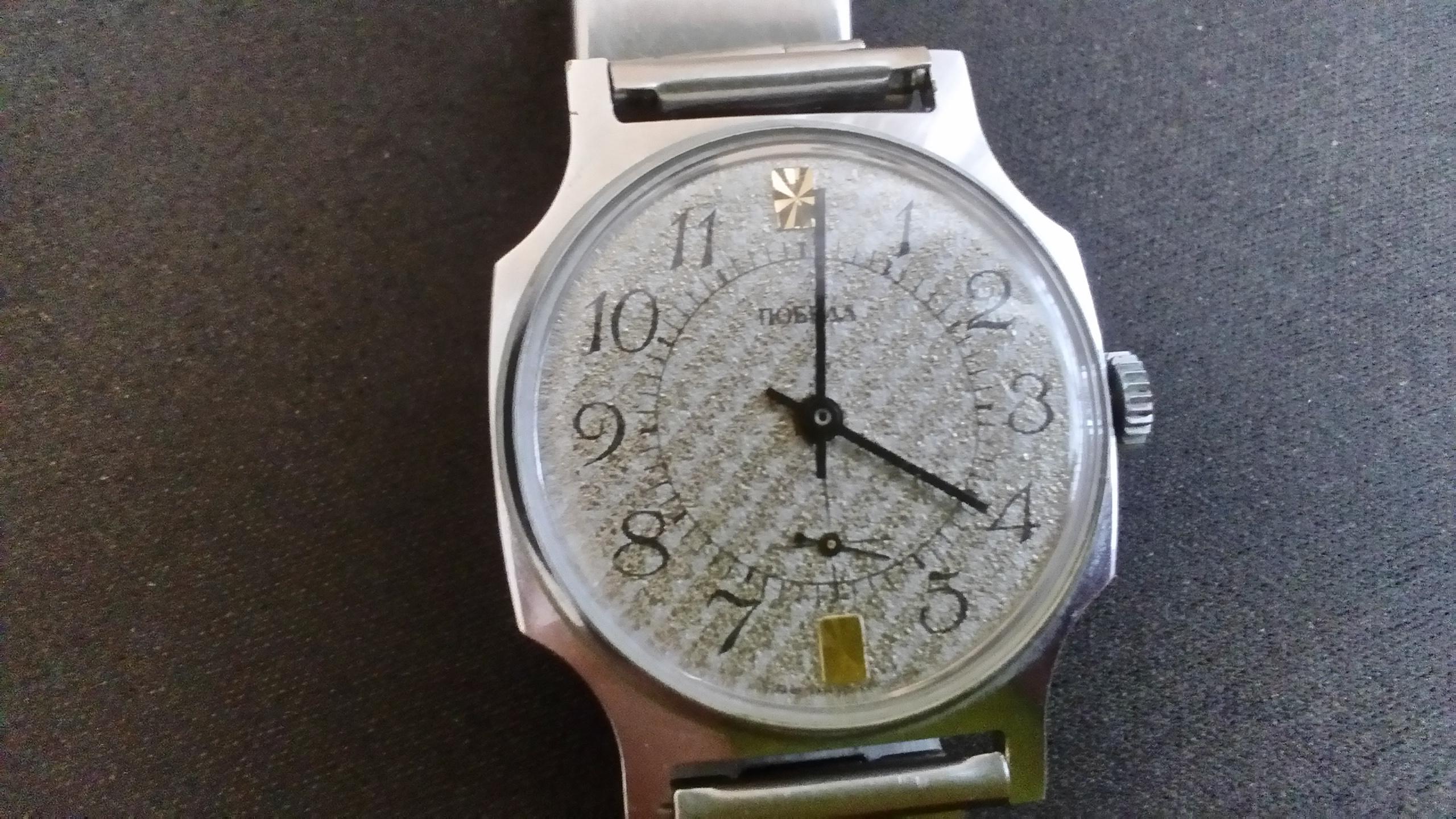 """02e4635c6f0b65 Chciałbym prosić o wycenę zegarka mechanicznego dosyć znanej radzieckiej  Marki """"Pobieda"""". Zegarek należał do mojego wujka, został mu podarowany w  1992 roku."""