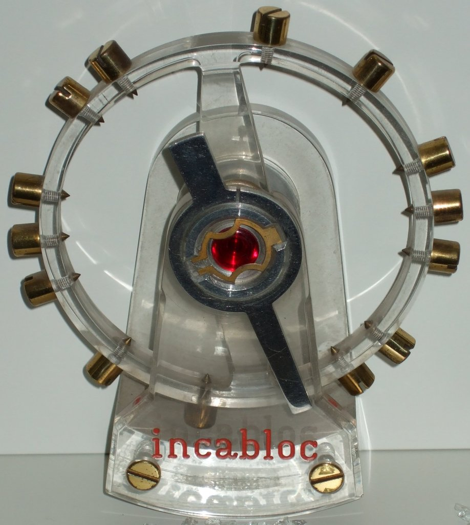 Oś balansu zabezpieczona systemem anty wstrząsowym INCABLOC